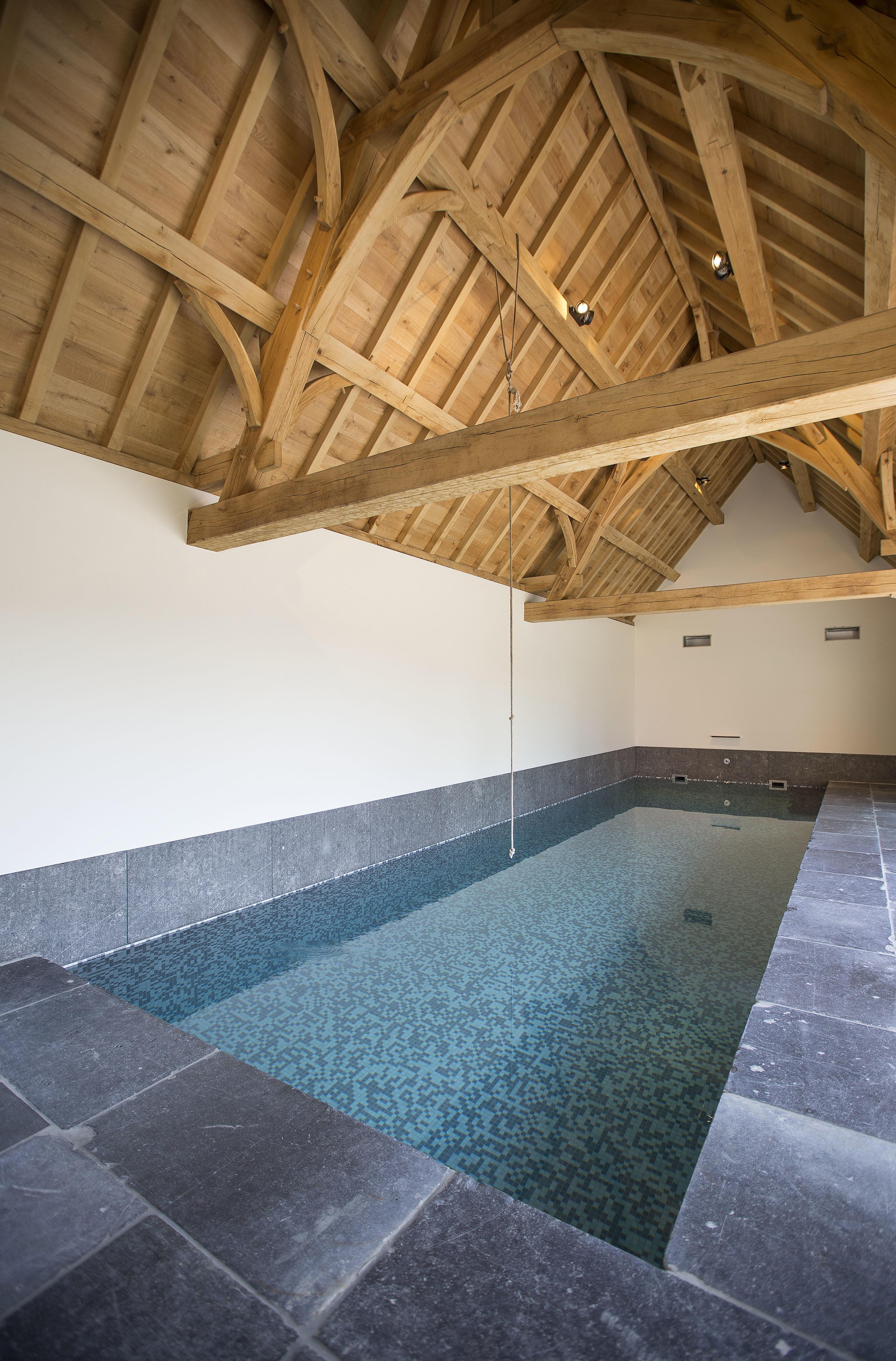 Een binnenzwembad is een complex gegeven